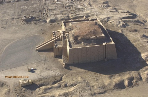 An aerial view of the Uruk ziggurat. My purpose in posting pics of the temple remains in Ur and Uruk is to compare their relative sizes and comparative majesty.