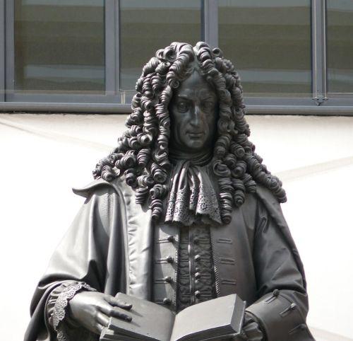 Leipzig_Leibniz_Denkmal_02